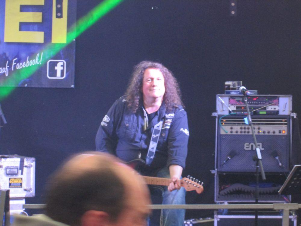 Holger Diederichs an der Gitarre.