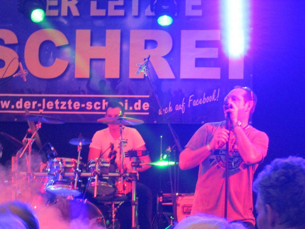 Der Nachwuchs spielt: Marlon Schäfer am Schlagzeug.