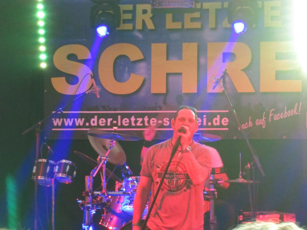 """Claus """"Chäf"""" Schäfer singt."""