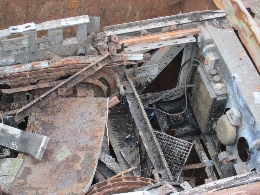 Das Ende einer ehemaligen Rolltreppe in einem Container ist gut zu erkennen.