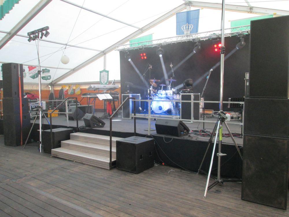 Die Bühne.