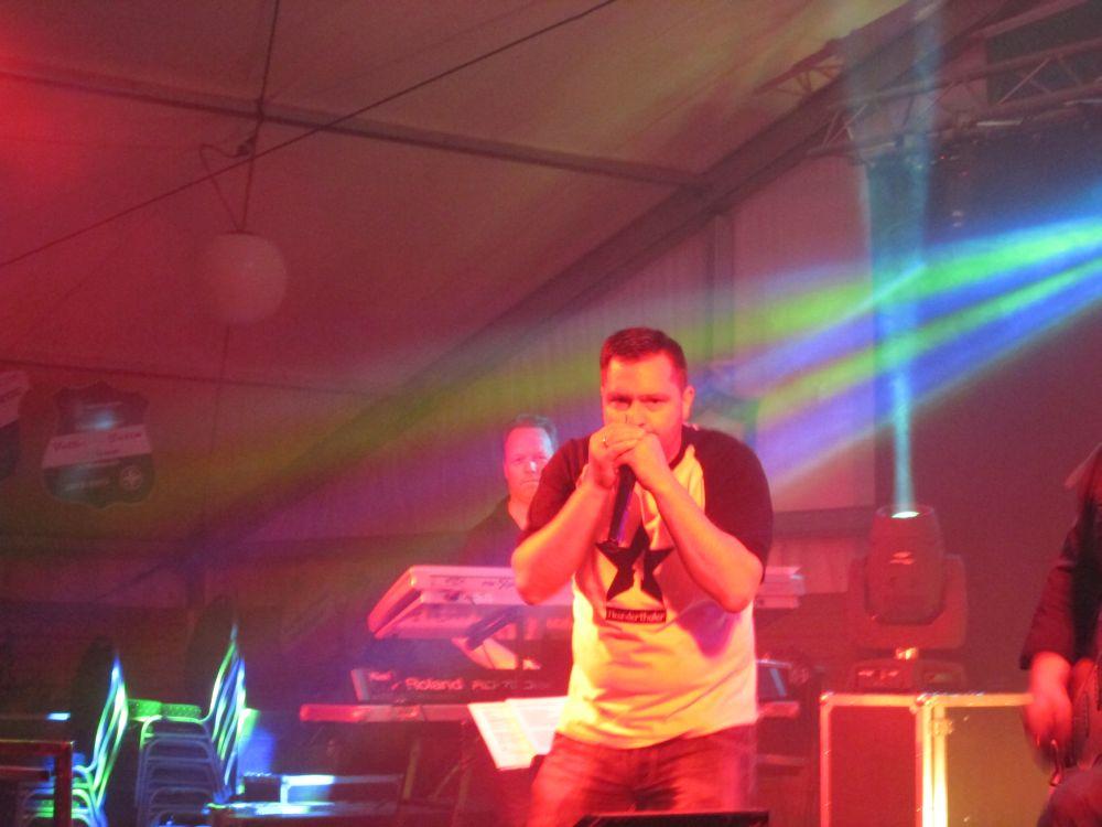 Dirk Hanten an der Mundharmonika.