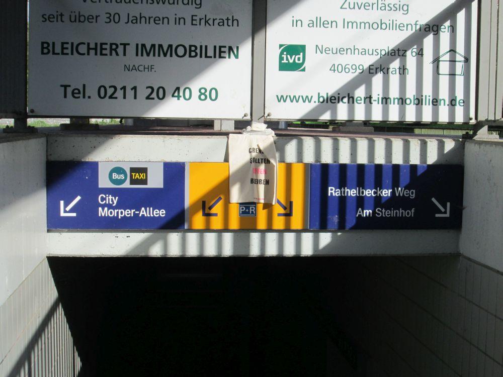Beutel am S-Bahnhof in Erkrath.
