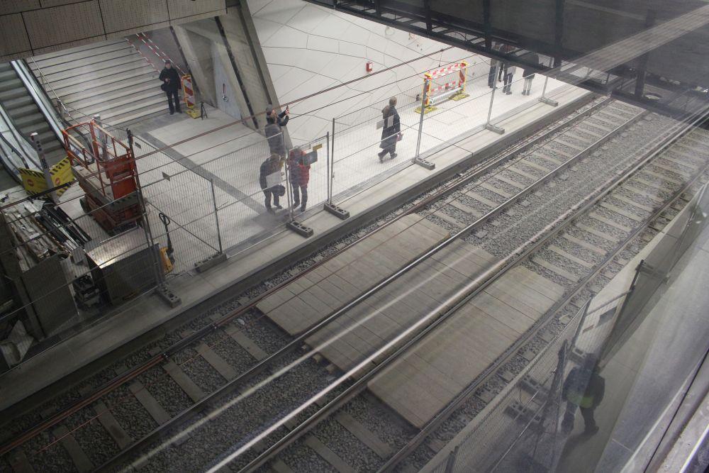 Blick runter auf die Gleise.