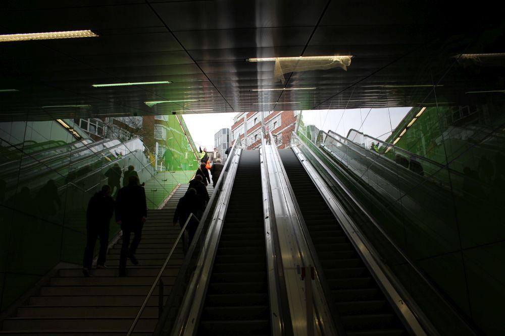 Die (Roll-)Treppen hoch geht es wieder zum Graf-Adolf-Platz.