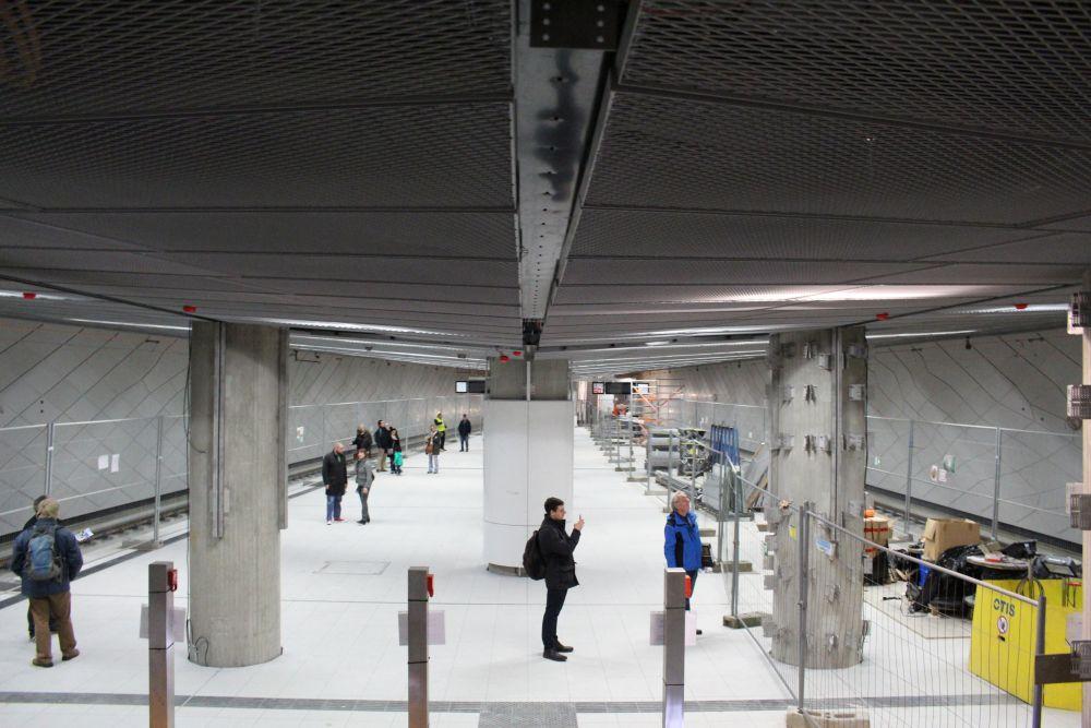 Der Bahnsteig von oben.