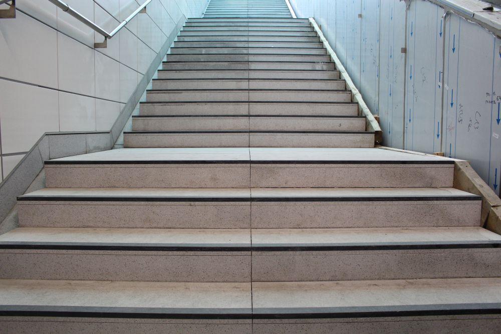 Treppe zum Ausgang.