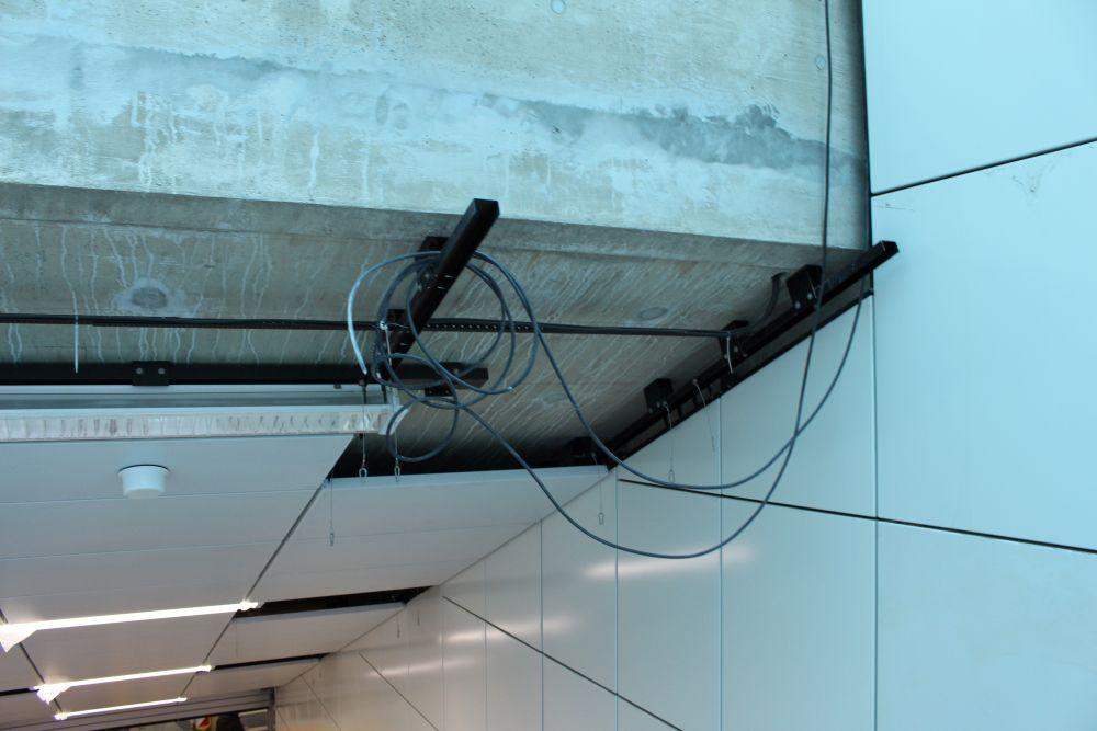 Vorsicht, Kabel!