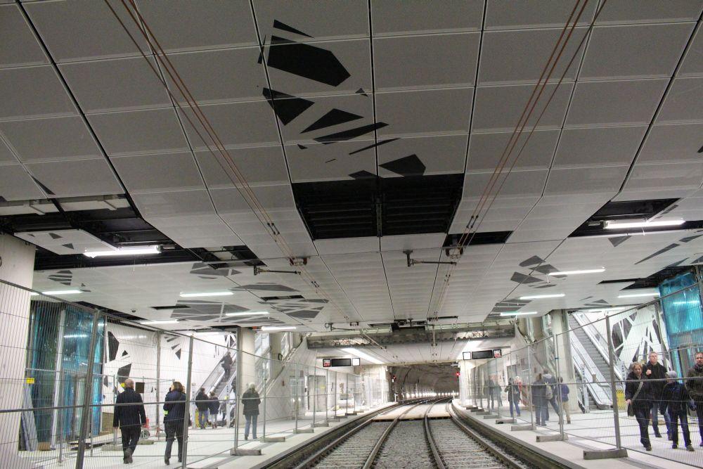 Das Design ist auch auf der Decke in der U-Bahnstation zu sehen.