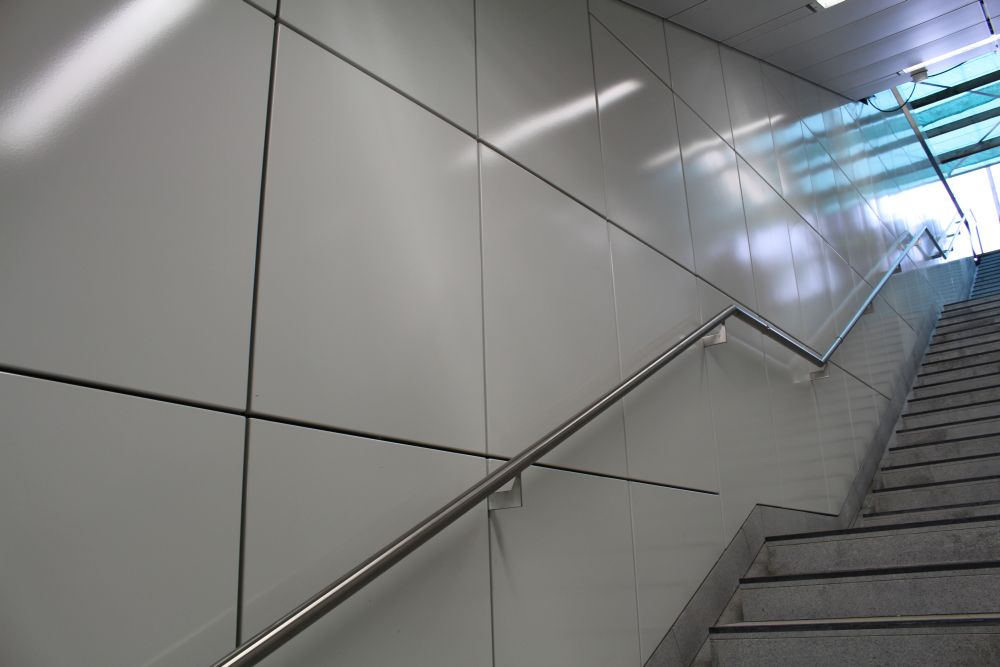 Der Ausgang ist wieder wenig spektakulär nur in weiß gehalten.
